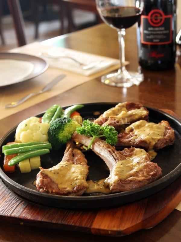 Agnello alla Mostarda /  Lamb with Mustard Sauce 精選羊扒配芥茉汁