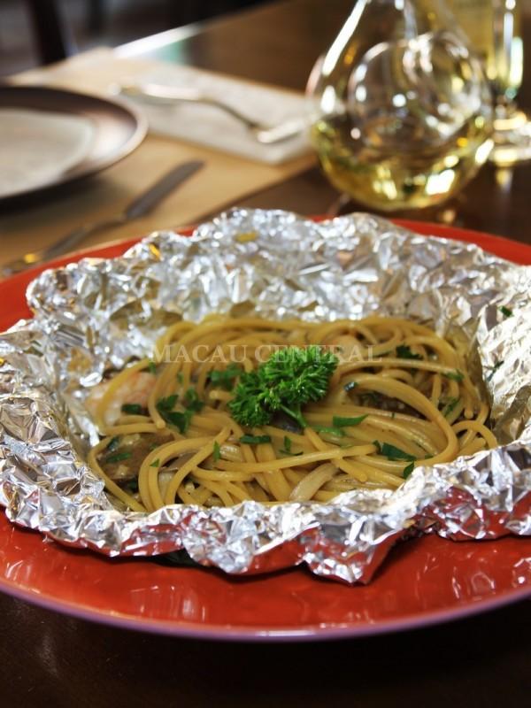 Spaghetti Mari e Monti /  Baked Spaghetti with Shrimp & Mushroom (Cream Sauce) / 焗白汁蘑菇鮮蝦意大利粉