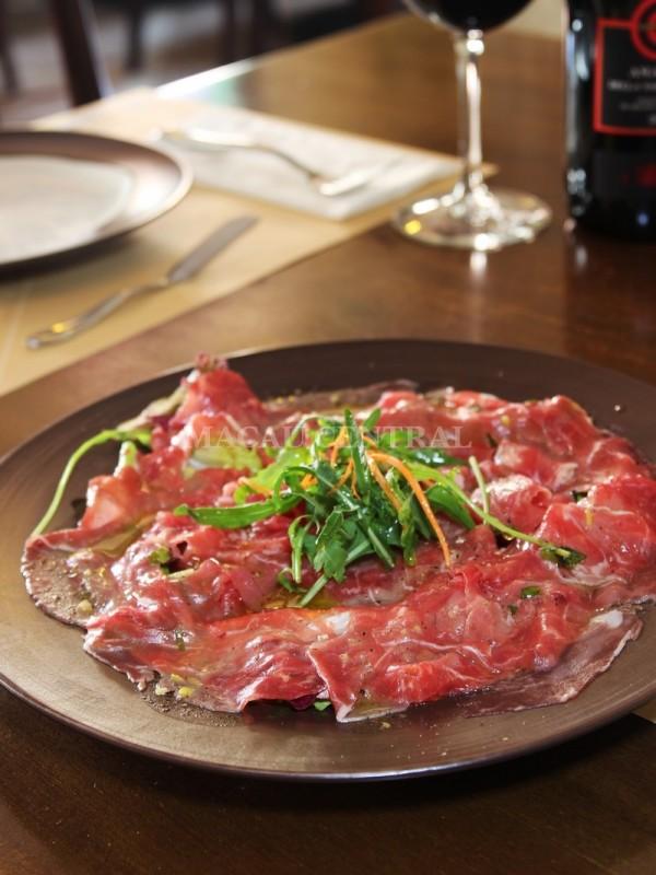 Carpaccio di Carne / Sliced Raw Beef with Salad/ 薄切生牛肉沙律配鮮檸橄欖油