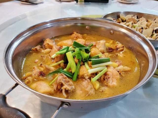 招牌雞煲 / 鮑魚花螺雞煲 / 卜卜蜆(順鴻美食)