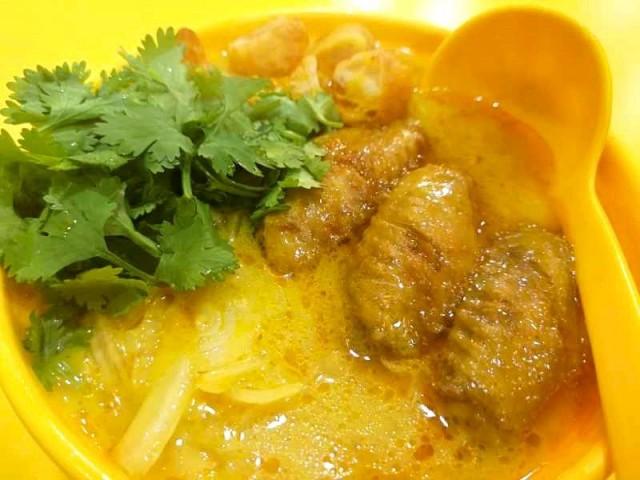 緬甸椰汁雞面 / 緬甸魚湯麵 (椰雞黃)