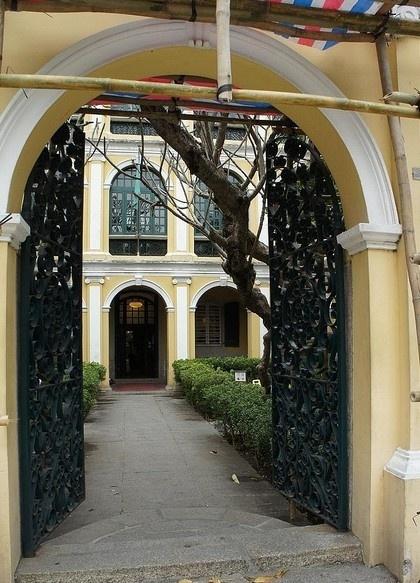 何東圖書館大樓 Sir Robert Ho Tung Library