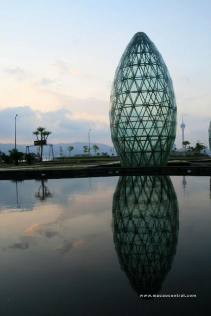 蛋型玻璃噴泉 Egg-shaped - glass - fountain