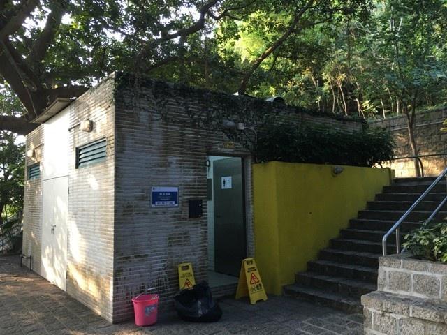 JM19 地厘古工程師馬路, 松山巿政公園公廁